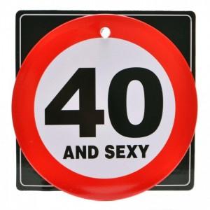 Забавна табелка във формата на пътен знак с надпис