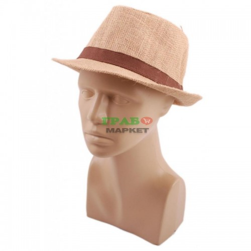 Красива шапка с периферия извита нагоре