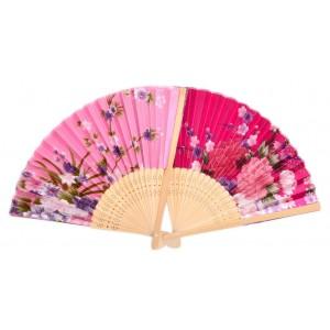 Сувенирно ветрило, декорирано с цветя.