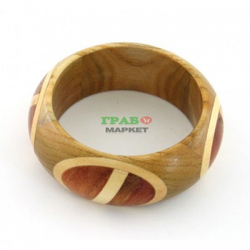 Красива цветна дървена гривна