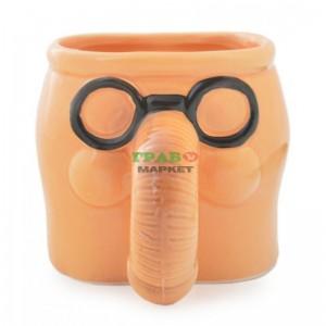Чаша във формата на мъжки атрибут с черни очила