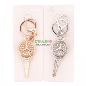 Ключодържател във формата на ключ с емблема декориран с бели камъни на Mercedes